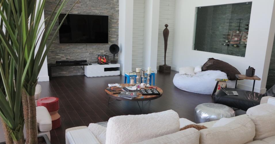 A espaçosa casa de Vitor Belfort foi decorada pela sua mulher, Joana Prado, depois que eles trocaram Las Vegas por Boca Raton