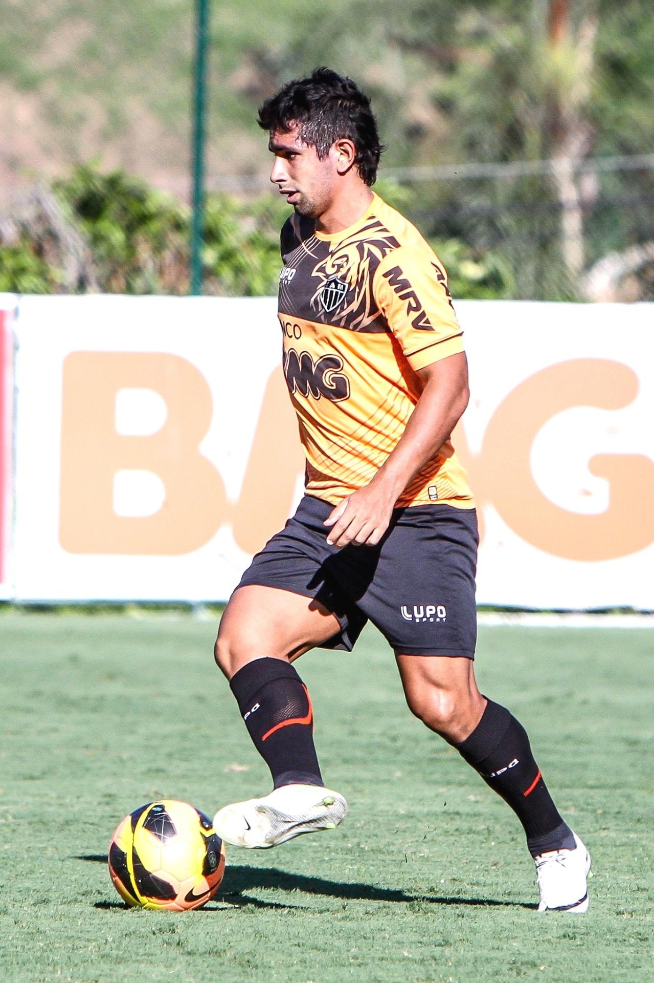 Atacante Guilherme, do Atlético-MG, durante treino na Cidade do Galo (23/10/2013)