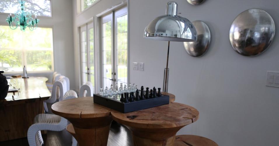 Com direito a um tabuleiro de xadrez, casa de Vitor Belfort foi decorada pela sua mulher, Joana Prado