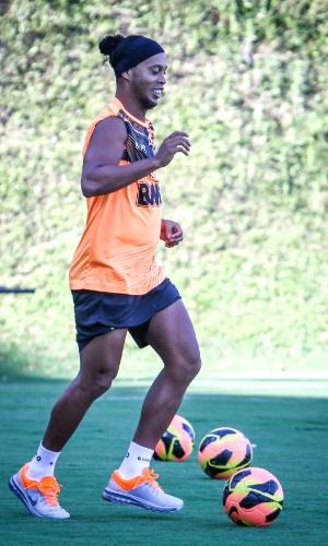 Ronaldinho Gaúcho, do Atlético-MG, realiza atividade na Cidade do Galo (23/10/2013)
