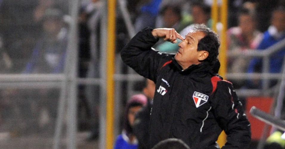 23.out.2013 - Muricy Ramalho orienta o time do São Paulo na vitória sobre a Universidad Católica pela Sul-Americana