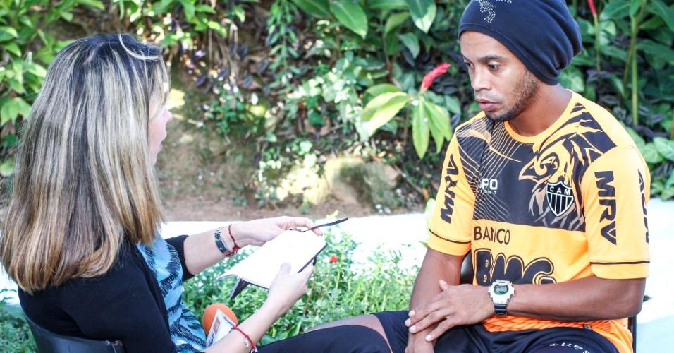 Ronaldinho Gaúcho, do Atlético-MG, concede entrevista durante o Fifa Media Day, na Cidade do Galo (24/10/2013)