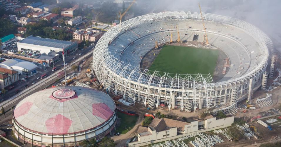 10.09.2013 - Fotos do Ministério do Esporte mostram evolução da reforma do Beira-Rio, em Porto Alegre