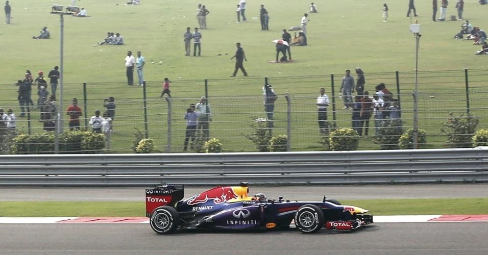 26.out.2013 - Sebastian Vettel marcou logo no início do Q3 a melhor volta do treino oficial para o GP da Índia de Fórmula 1