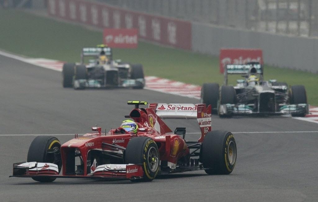 27.out.2013 - Felipe Massa conduz sua Ferrari durante o GP da Índia