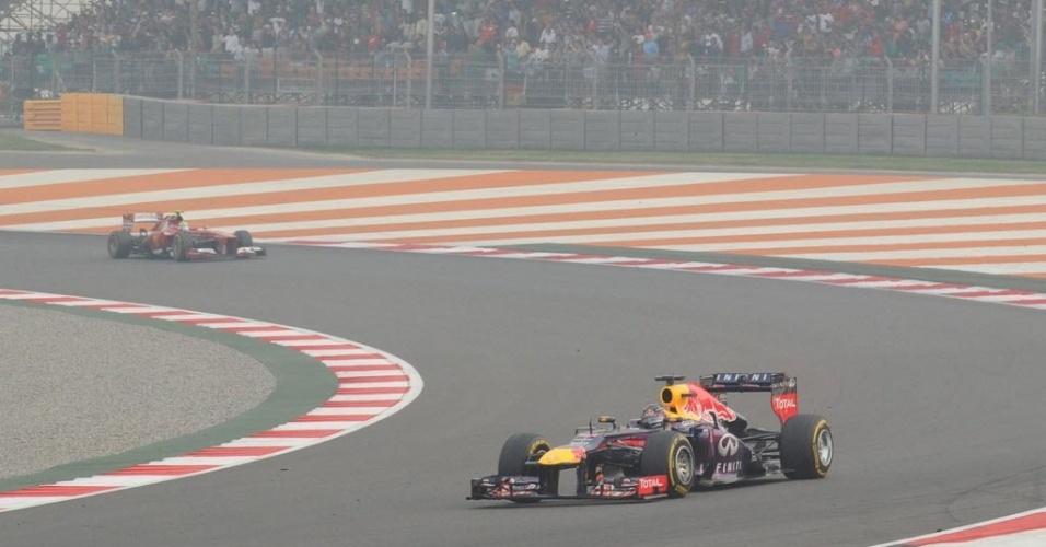 27.out.2013 - Vettel liderou até a terceira volta, mas precisou parar nos boxes e foi ultrapassado