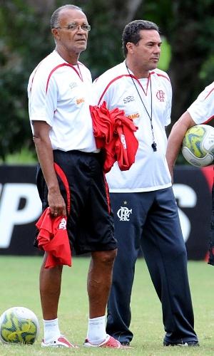 Jayme de Almeida (e) e Vanderlei Luxemburgo (d) comandam treino no CT Ninho do Urubu na época que trabalhavam juntos no Flamengo
