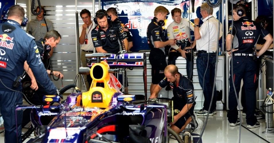Campeão por antecipação, Vettel participou apenas dos minutos finais na primeira sessão de treinos em Abu Dhabi
