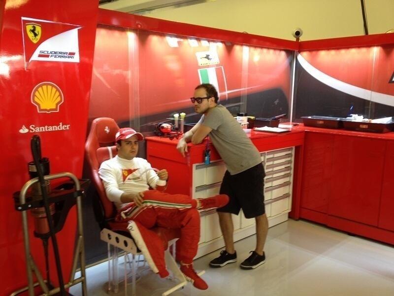 Felipe Massa conversa com o irmão pouco antes de ir para a pista nos Emirados Árabes