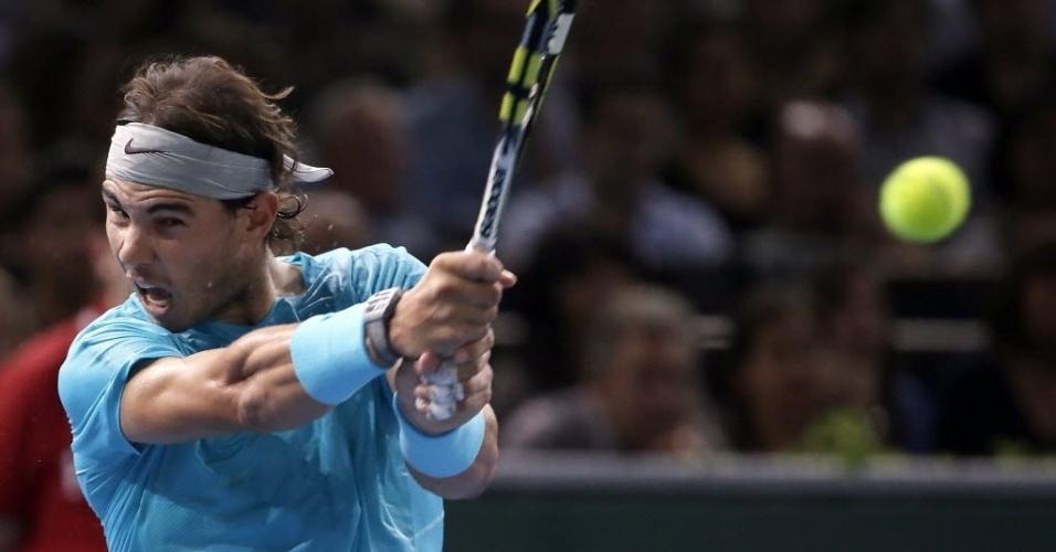 02.nov.2013 - Atual número 1 do mundo, Rafael Nadal jogou a semifinal do Masters 1000 de Paris contra o compatriota David Ferrer
