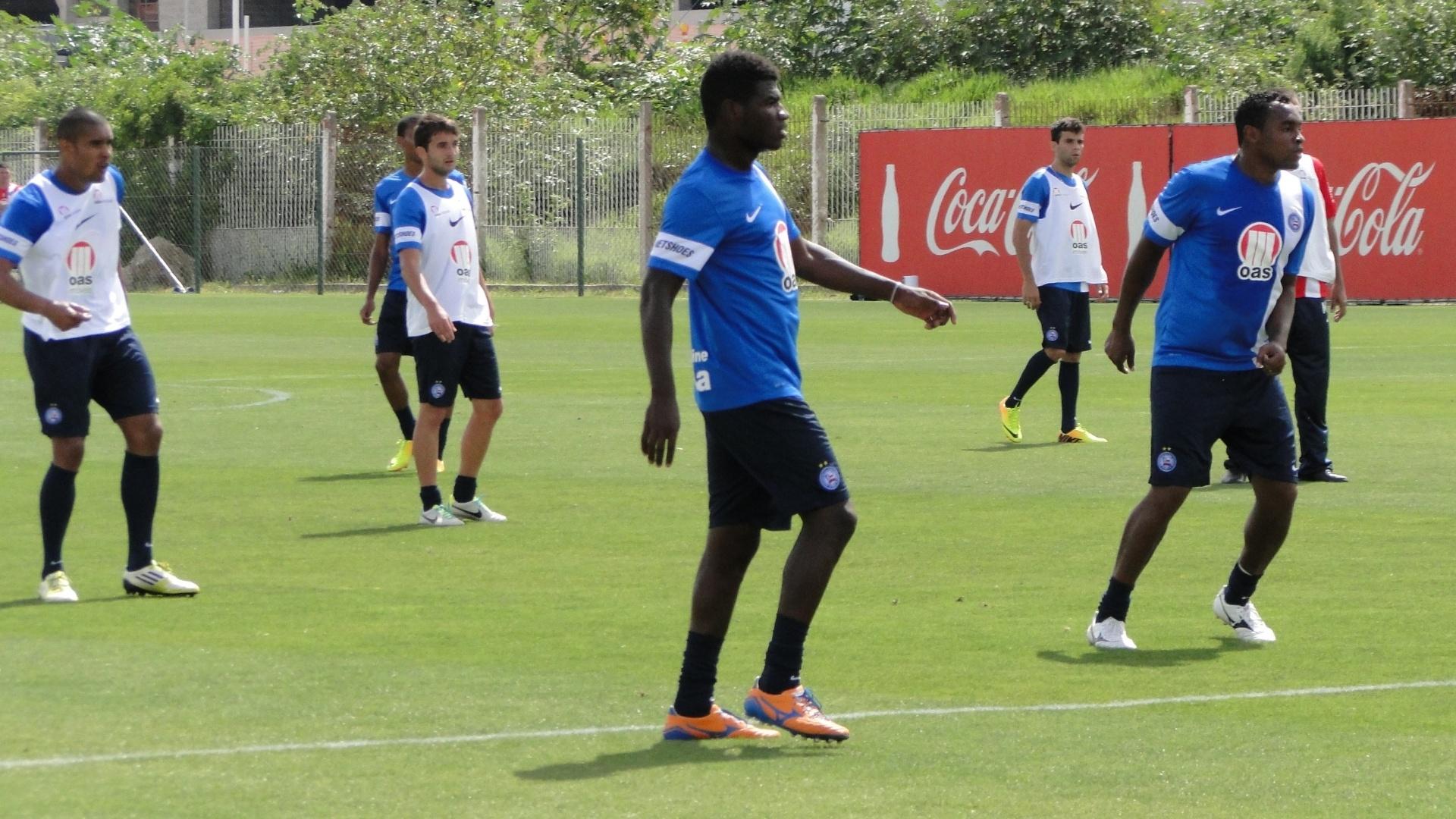 Atacante Obina em treino do Bahia no CT Parque Gigante que pertence ao Internacional (02/11/2013)