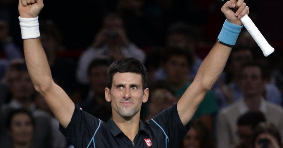 Djokovic comemora vitória sobre Roger Federer, de virada