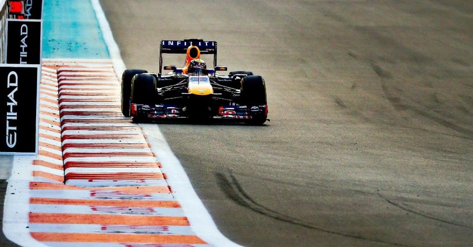 03.11.2013 - Sebastian Vettel assumiu a ponta na primeira volta do GP de Abu Dhabi