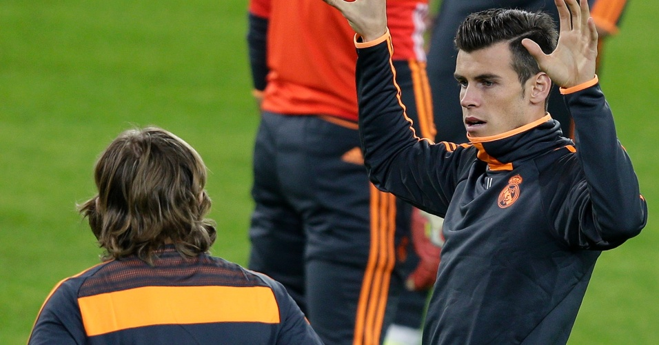 04.nov.2013 - Gareth Bale gesticula durante treino do Real Madrid