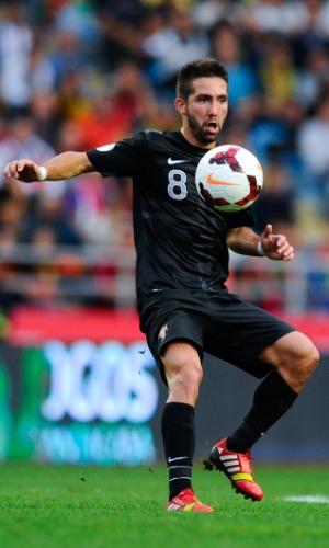 15.out.2013 - João Moutinho, de Portugal, domina a bola durante partida contra Luxemburgo pelas eliminatórias da Copa-2014; portugueses venceram por 3 a 0
