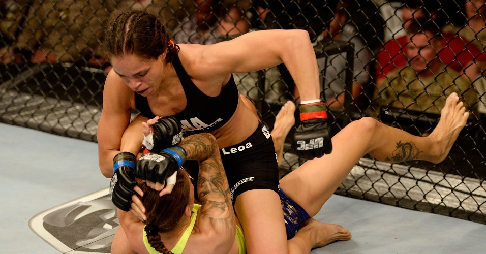 06.11.2013 - Brasileira Amanda Nunes vence a holandesa Germaine de Randamie por nocaute técnico no UFC Fight for the Troops