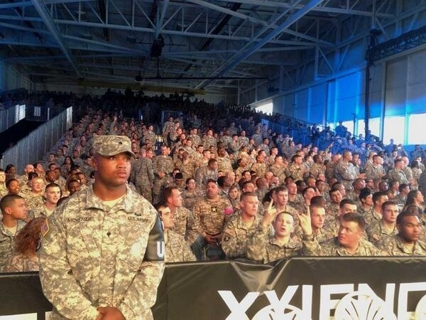 06.11.2013 - Plateia repleta de militares para o UFC Fight for the Troops, nos Estados Unidos