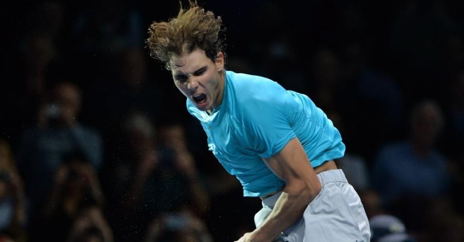 06.nov.2013 - Rafael Nadal comemora após difícil vitória sobre o suíço Stanislas Wawrinka nas Finais da ATP, em Londres