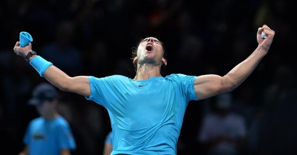 06.nov.2013 - Rafael Nadal comemora muito após vencer o suíço Stanislas Wawrinka nas Finais da ATP, em Londres