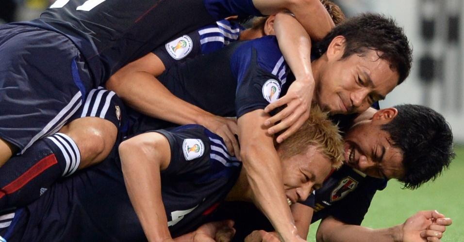 04.jun.2013 - Jogadores japoneses fazem