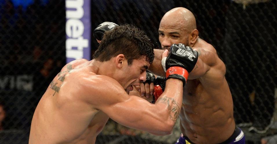 07.nov.2013 - Brasileiro Ronny Markes foi nocauteado pelo cubano Yoel Romero no UFC Fight for the Troops