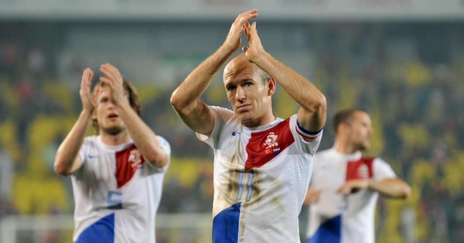 15.out.2013 - Arjen Robben comemora vitória da Holanda sobre a Turquia nas eliminatórias da Copa do Mundo-2014