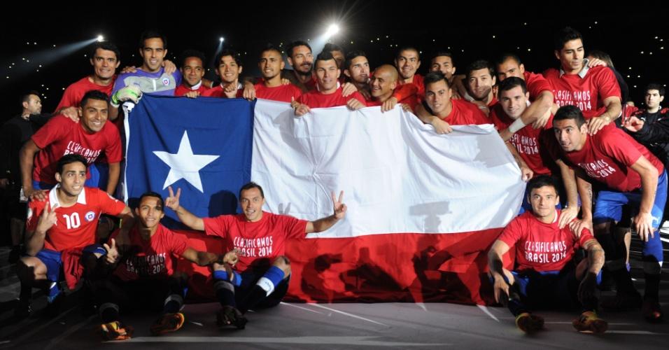 15.out.2013 - Jogadores do Chile comemoram classificação para a Copa do Mundo-2014 após a vitória por 2 a 1 sobre o Equador