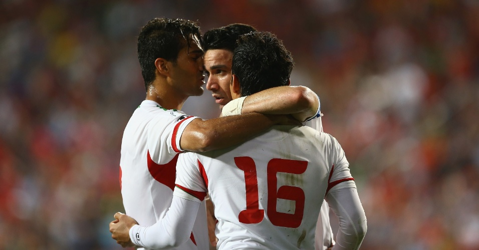 18.jun.2013 - Jogadores do Irã comemoram gol da vitória por 1 a 0 sobre a Coreia do Sul, que classificou a seleção para a Copa do Mundo-2014