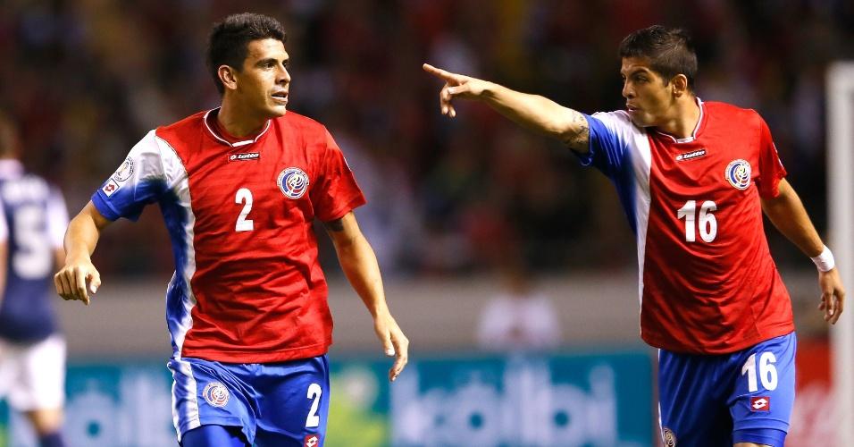 06.set.2013 - Johnny Acosta (e) comemora após marcar um dos gols da Costa Rica na vitória por 3 a 1 sobre os EUA pelas eliminatórias da Copa-2014