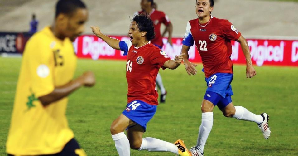 10.set.2013 - Randall Brenes comemora após marcar o gol da Costa Rica no empate por 1 a 1 com a Jamaica; resultado classificou os costarriquenhos para a Copa do Mundo-2014
