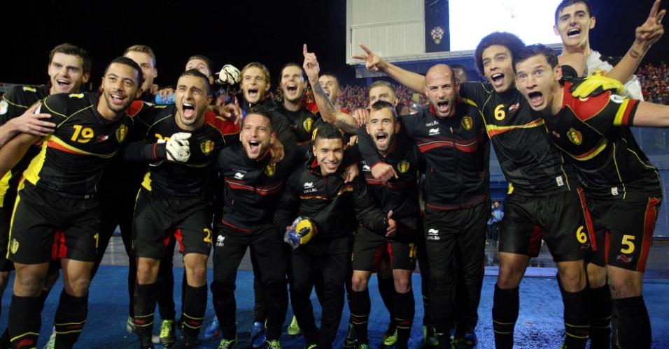 11.out.2013 - Jogadores da Bélgica comemoram a classificação da equipe para a Copa do Mundo-2014 após a vitória por 2 a 1 sobre a Croácia
