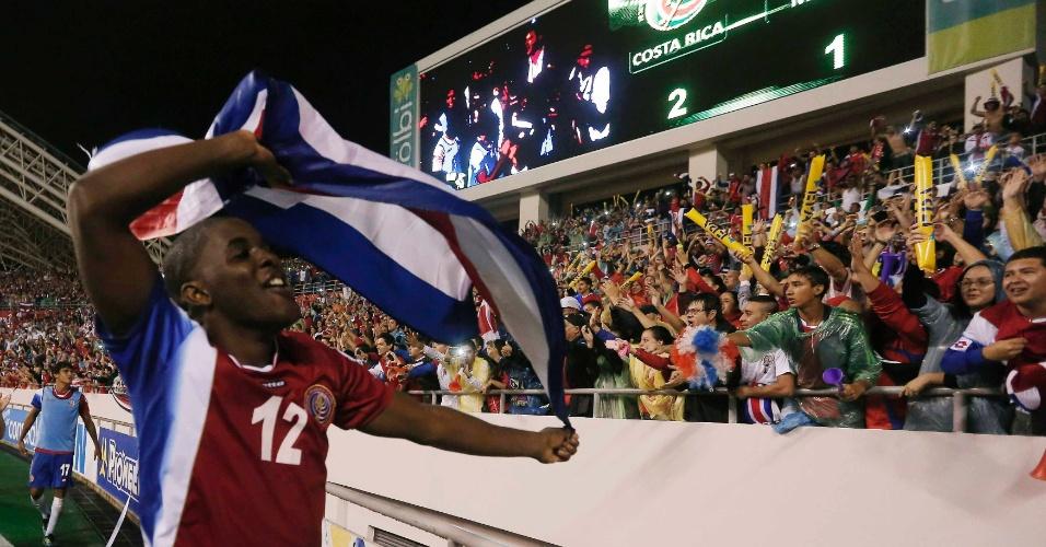15.out.2013 - Joel Campbell comemora após a Costa Rica vencer o México por 2 a 1 pelas eliminatórias da Copa do Mundo-2014