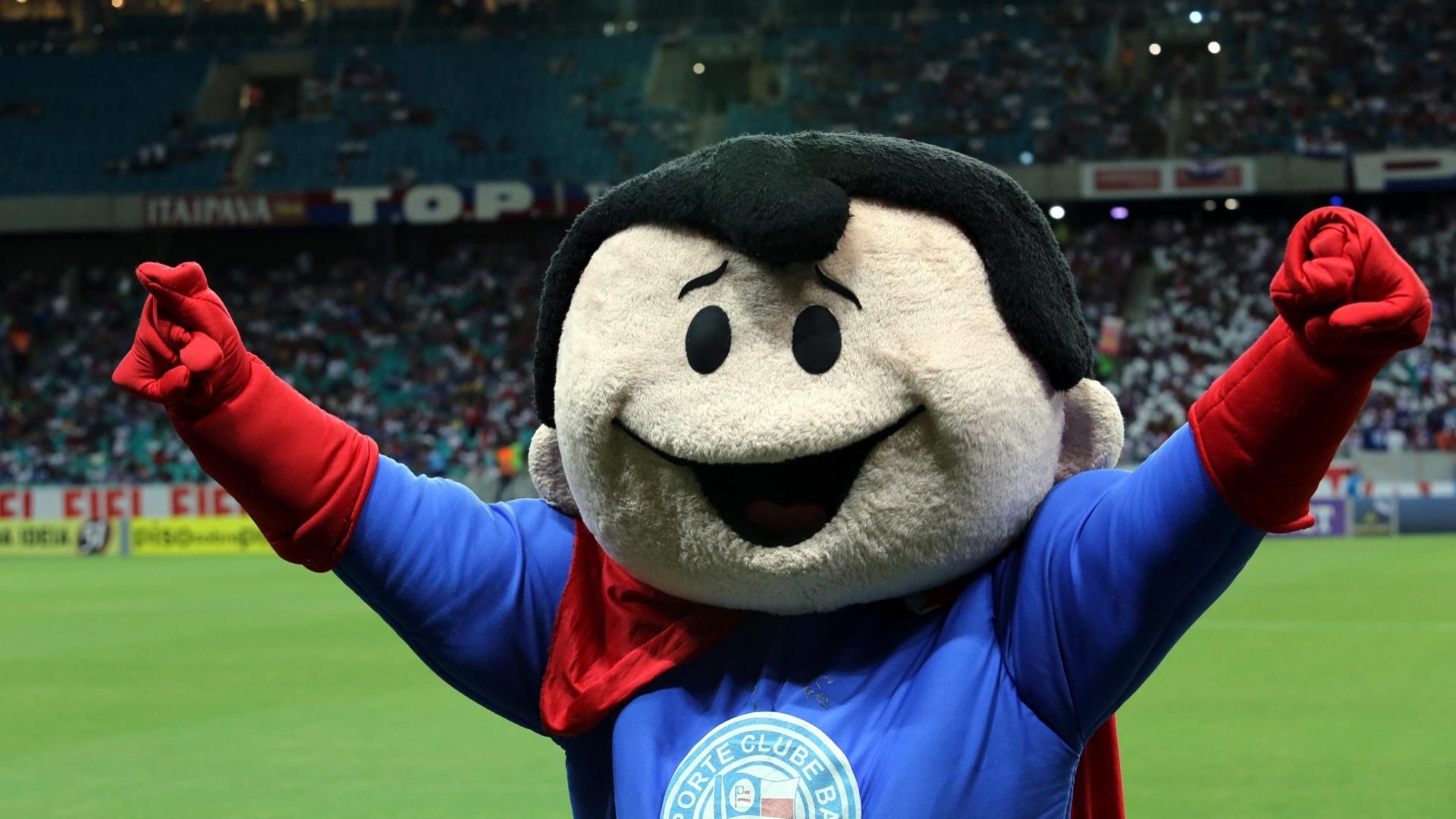 09.nov.2013 - Mascote oficial do time se apresenta à torcida do Bahia