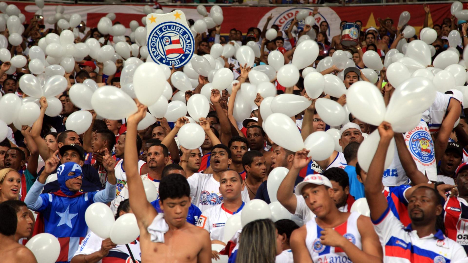 09.nov.2013 - Torcedores do Bahia lotam o estádio Arena Fonte Nova