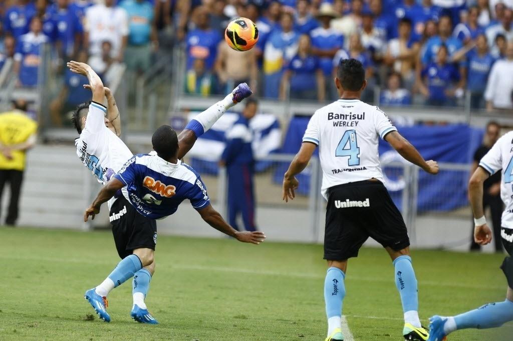 De voleio, Borges faz gol para o Cruzeiro contra o Grêmio pelo Brasileirão