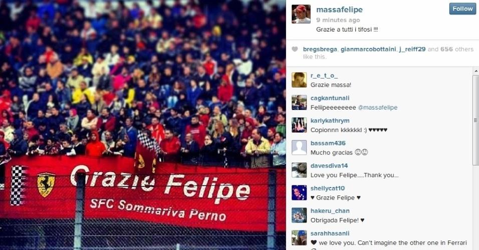 Torcida da Ferrari reverencia o piloto brasileiro Felipe Massa