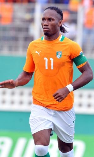 12.out.2013 - Didier Drogba, da Costa do Marfim, acompanha jogada de sua equipe durante vitória por 3 a 1 sobre o Senegal pelas eliminatórias da Copa-2014