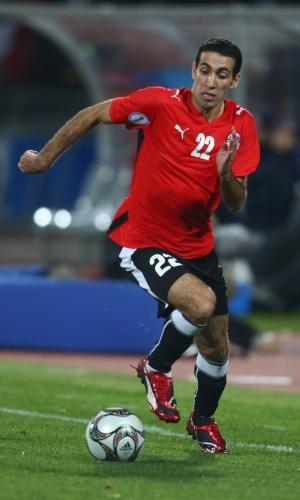 21.jun.2009 - Mohamed Aboutrika leva o Egito para o ataque durante partida contra os EUA pela Copa das Confederações