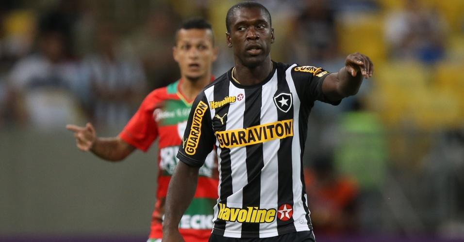 Seedorf orienta companheiros de Botafogo no jogo contra Portuguesa pela Série A - 13.nov.2013