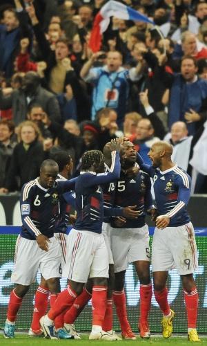 Seleção da França comemora classificação para a Copa 2010