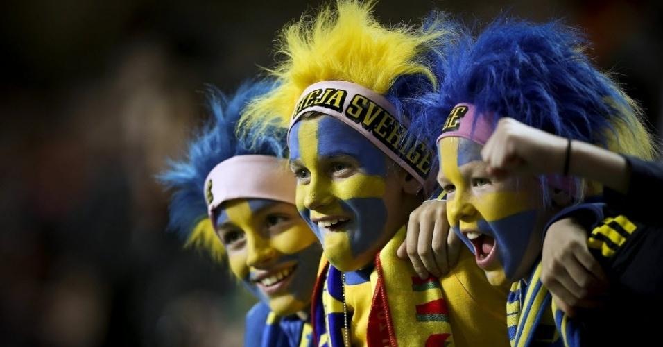 15.nov.2013 - Crianças fazem a festa durante partida entre Suécia e Portugal pela repescagem europeia