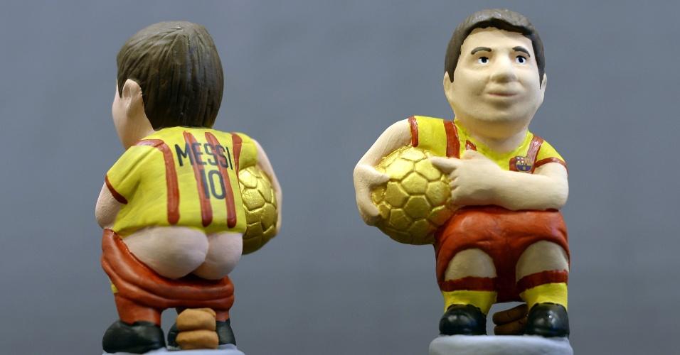 15.nov.2013 - Messi também é retratado com o uniforme dois do Barcelona e uma bola na mão