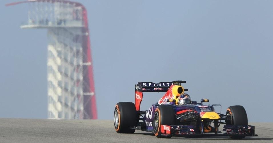 15.nov.2013 - Sebastian Vettel acelera durante treinos livres para o GP dos EUA em Austin
