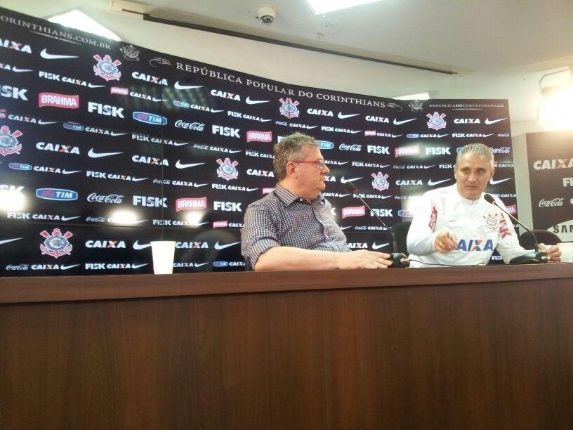 15.nov.2013 - Tite e Mario Gobbi anunciam que o contrato do treinador com o Corinthians não será renovado ao final do ano