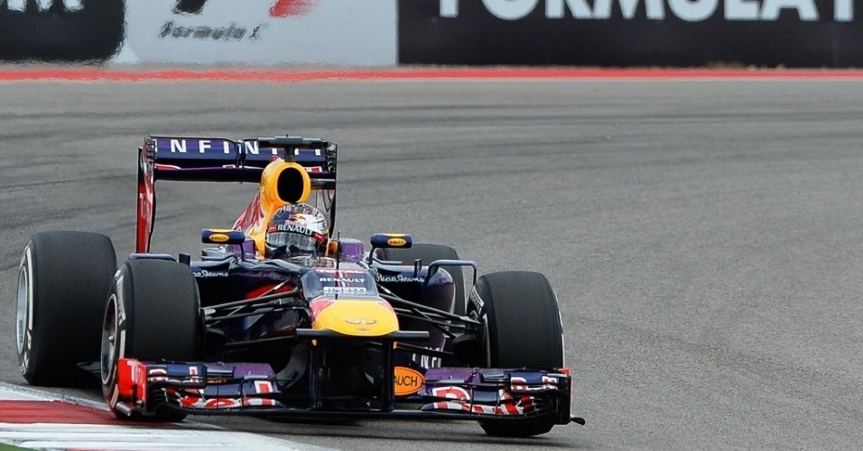 16.11.2013 - Sebastian Vettel acelera durante treino de classificação do GP dos EUA; alemão cravou a pole position