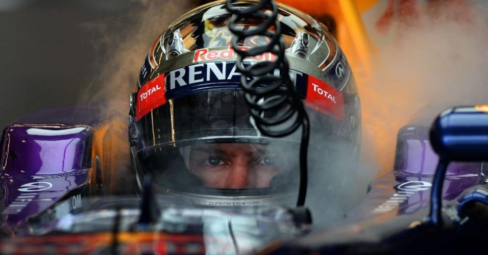 16.11.2013 - Sebastian Vettel, nos boxes, durante a sessão de treinos livres do sábado para o GP dos EUA