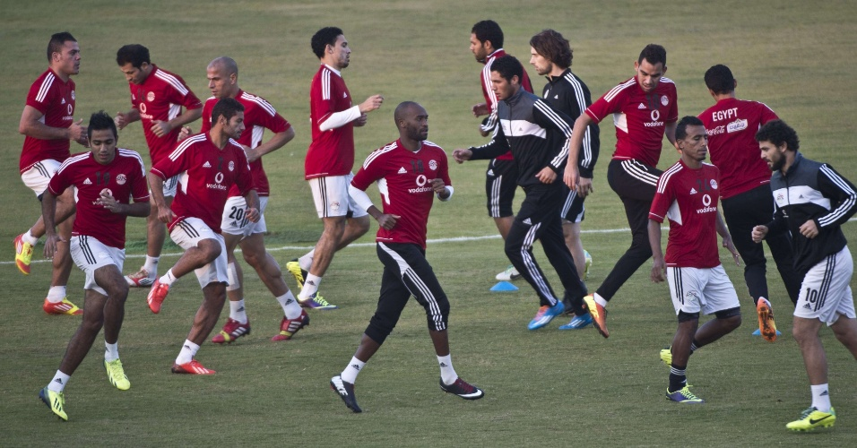 17.nov.2013 - A seleção do Egito também tirou o dia para treinar, em Cairo