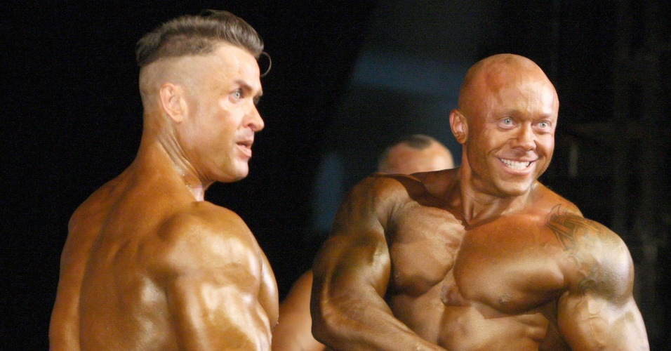 Aleksey Gornostayev (à esquerda) e Vitaly Kogyhov disputam na categoria masculina