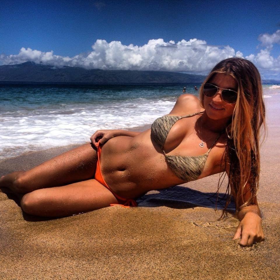 Além de surfista, Jimena Ochoa também se arrisca na carreira de modelo