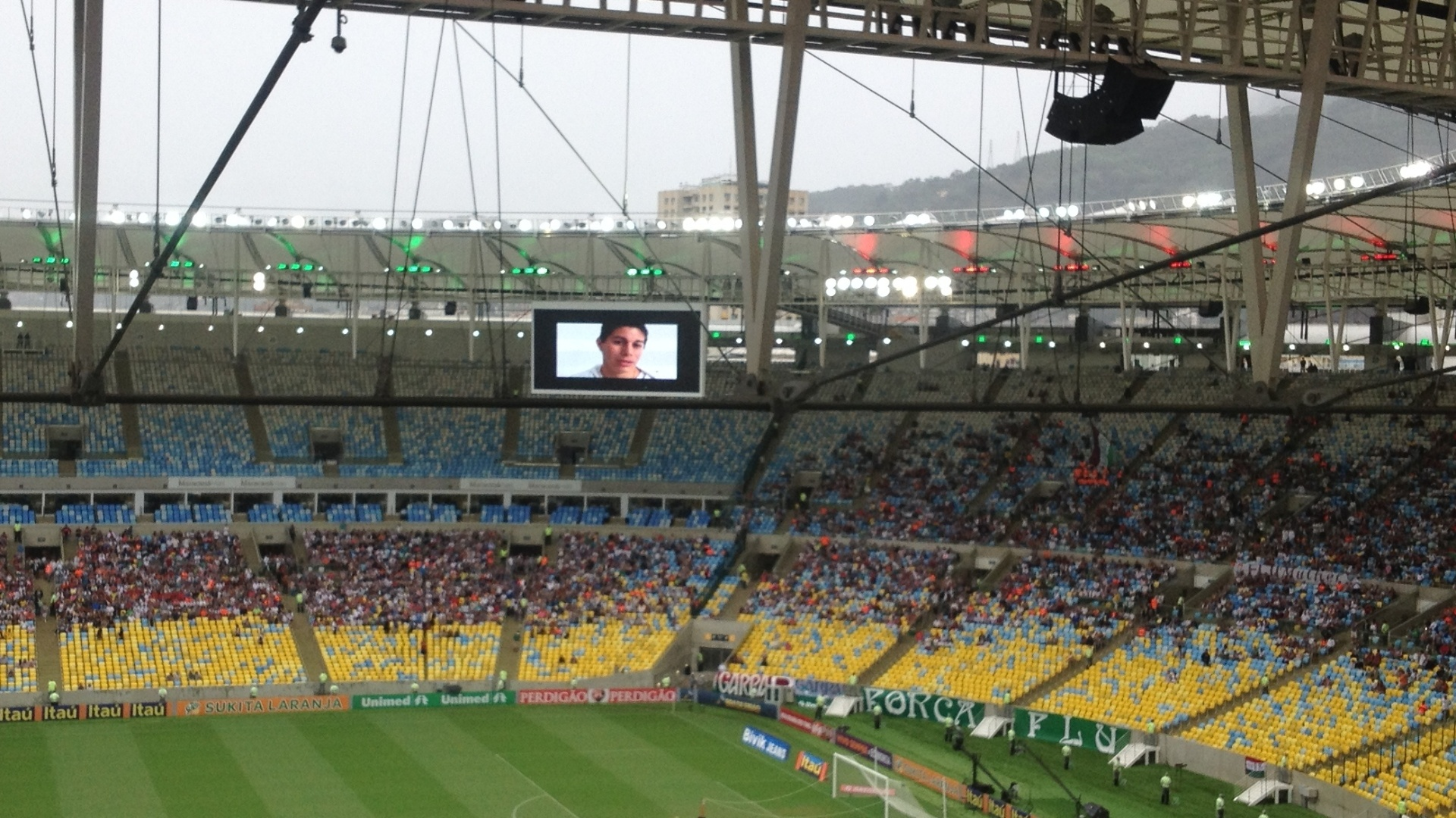 Conca foi anunciado pelo Fluminense no telão do Maracanã e levou torcedores ao delírio